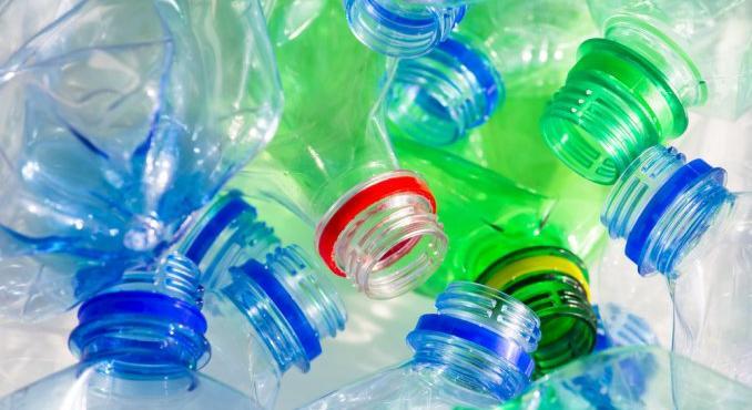 Plastic_Free_riciclo-bottiglie-plastica