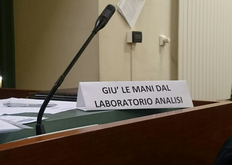 giu_le_mani_laboratorio_analisi